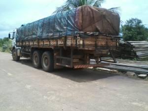 Caminhão de madeira_300.jpg