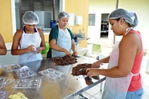 Empresa Cacau Show realiza a doação de 70 ovos de páscoa para crianças da Casa de Apoio