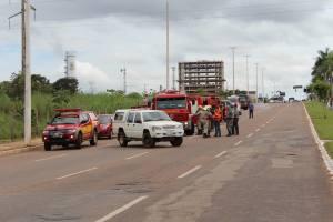 Bombeiros e exército fazem parte da equipe de resgate