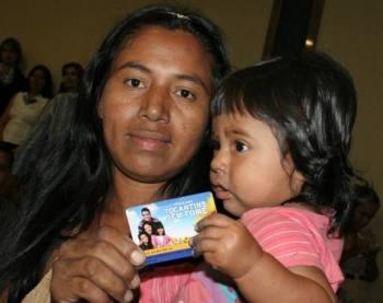 Atualmente, 25.500 famílias estão de posse do cartão que dá acesso ao crédito alimentar.