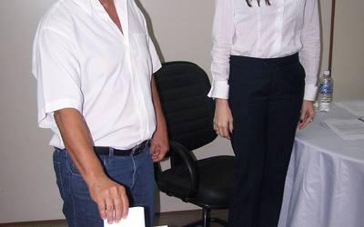 Dr. Teotônio Alves Neto votando.