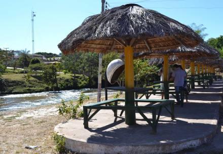 Aos amantes da prática de camping a opção é a praia formada às margens da cachoeira do Cavalo Queimado