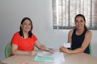 Pesquisadora Samara Bezerra Almeida recebe renovação de licença para pesquisa sobre ariranhas no PEC