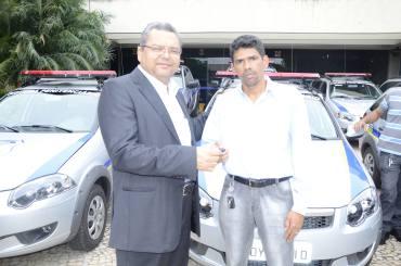 Secretário Nilomar entrega viaturas ao diretor do Departamento Penitenciário