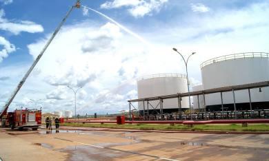 O Corpo de Bombeiros do Tocantins durante o Exercício Simulado de Emergência, no Terminal de Distribuição de Combustíveis de Porto Nacional