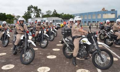 Entre os novos veículos entregues pelo Governo à Polícia Militar, estão motocicletas,  carros, vans, micro-ônibus e caminhões