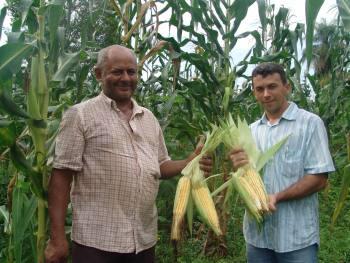 A direita, o extensionista Wandro Cruz, da regional do Ruraltins, em Araguaina