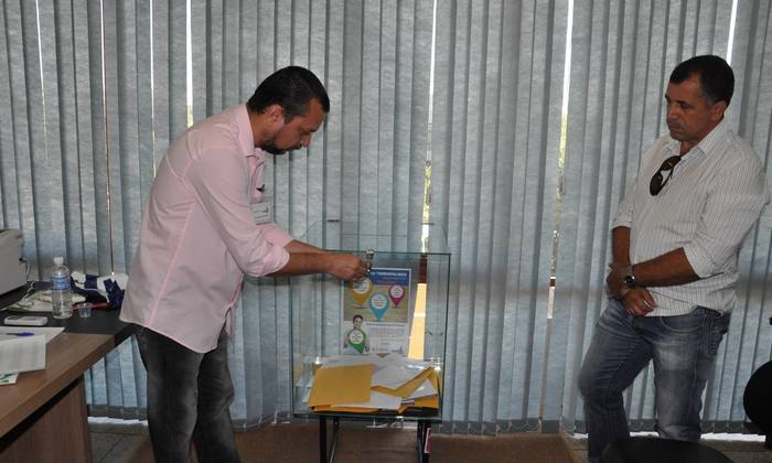 A urna contendo as propostas da licitação foi aberta pelo presidente da Copli com a presença de testemunhas