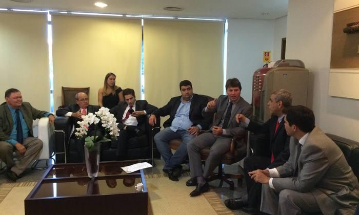 Presidente da ATR e deputados estaduais na Casa de Leis