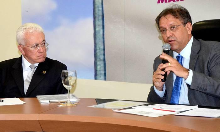 Governador e ministro Roberto Mangabeira se reuniram com secretários de Estado nesta terça-feira