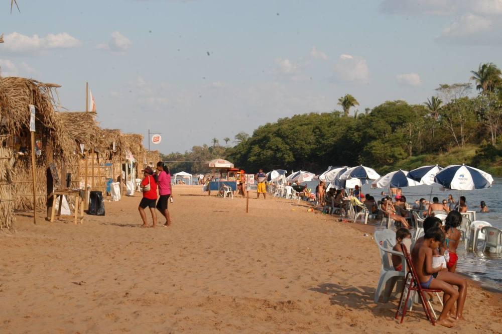 82ba63a421b4 ... Em Pedro Afonso, Eco Praia Rio Sono conta com bares e espaço para  montagem de ...