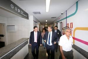 Acompanhado do governador de Goiás, Marcelo Miranda visitou Hospital de Urgências em Goiás