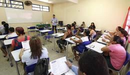 Equipe técnica da Escola Estadual São José realiza reunião para discutir regimento interno da unidade