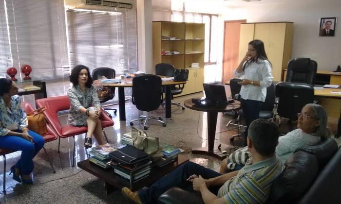 Gleidy Braga recebe representantes de ong