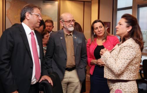 Ministra Kátia Abreu recebeu o governador Marcelo Miranda e confirmou parceria para o desenvolvimento do Tocantins