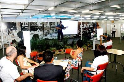 O show do cantor Domingo de Assis agradou os fãs da Música Popular Brasileira