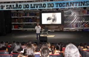 Durante a palestra, Luiz Tejon falou sobre a importância da leitura para promover a mudança de vida