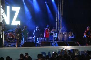 Com repertório apresentado nos Estados Unidos, a banda agitou a plateia no último show do Salão