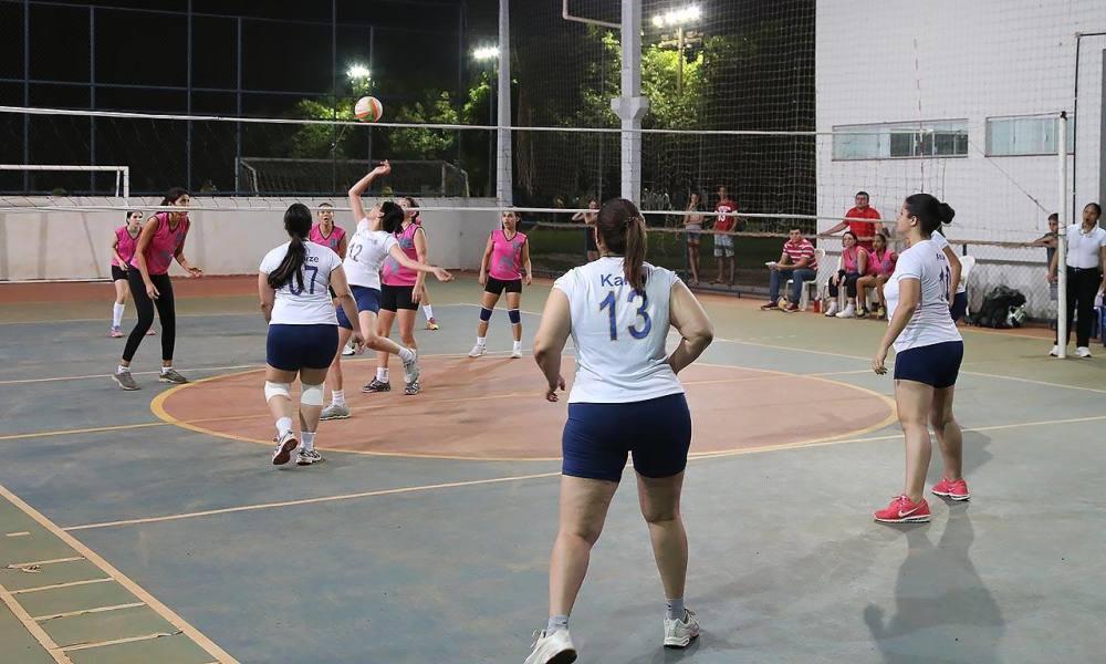Voleibol feminino volta a jogar depois do feriado e oitavas de final de  society são definidas nos Jogos dos Servidores 47852d35b5a3d