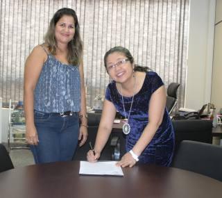 Vice-presidente do Naturatins,  Lúcia Leiko Tacaoka Muraishi Garcia, durante assinatura do Termo.