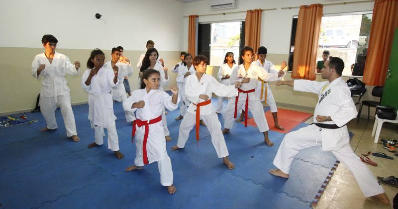 As aulas de karatê fazem parte das disciplinas ofertadas nas escolas de tempo integral na rede estadual de ensino