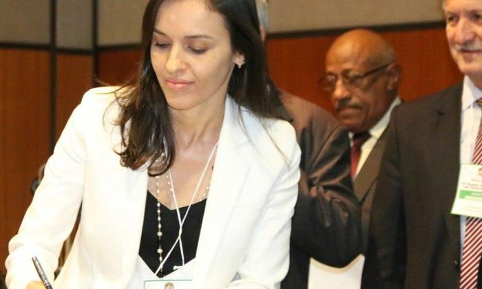 Secretária Meire Carreira assina do Protocolo de Intenções