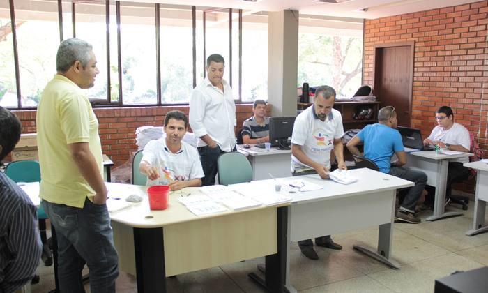 Equipe da Secretaria do Esporte, Lazer e Juventude pronta para receber o público na entrega dos kits