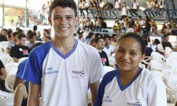 Os estudantes Domingas Ferreira e Caio César destacaram a importância de debater o tema na escola para reduzir a violência contra a mulher (Foto: Elias Oliveira / Governo do Tocantins)