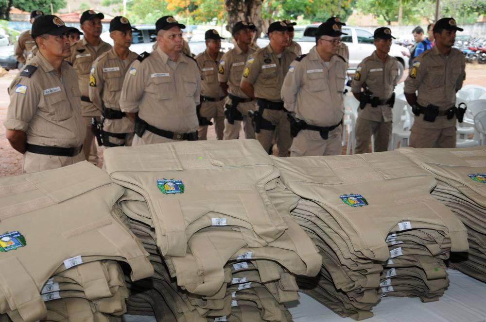 ... Mil coletes de proteção balística foram entregues à Polícia Militar em  solenidade neste sábado 8610680f08114