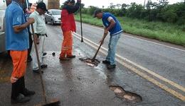 Agetoc realiza operação tapa-buracos, roçagem e vários outros serviços de manutenção em rodovias de todas as regiões do estado.  Divulgação Governo do Tocantins_260x150.jpg