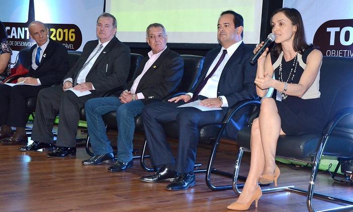Secretária Meire Carreira destaca projeto do Governo durante seminário