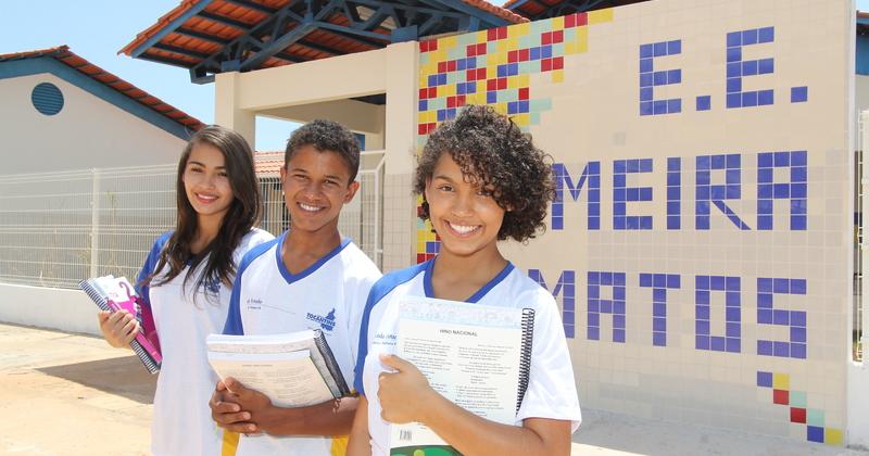 Alunos da Escola Estadual Meira Matos, em Aparecida do Rio Negro