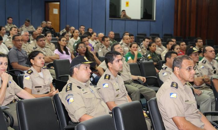 Policiais reunidos no auditório do QCG.JPG