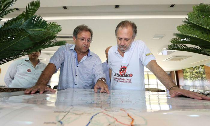 Marcelo Miranda acompanhado do Ministro Miguel Rosseto e autoridades visita a Sala Estadual de Coordenação e de Controle das principais viroses causadas pelo Aedes aegypti
