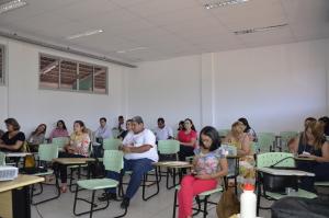 O Curso de Atualização para os membros dos Conselhos Municipais e Estadual sobre Drogas do Tocantins teve início nesta quarta-feira, 16, e continua nos dias 17 e 18, na UFT, das 8h às 18h.