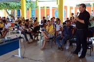 O químico Marcos Antônio, da ATS, ministra palestra para estudantes em Brejinho de Nazaré