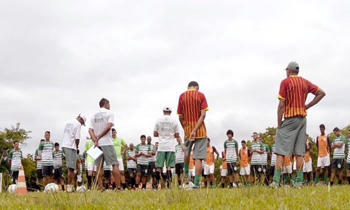 Jogadores do Tocantinópolis durante o último treino antes da partida contra o Juventude