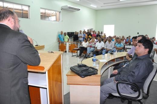 Secretário Musafir reforçou a preocupação do governo em dar condições de atendimento a quem procura o hospital