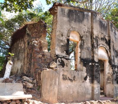 Ruínas da Igreja de Nossa Senhora da Divina Providência 2010 - Araguacema - Foto Thiago Sá (9).JPG