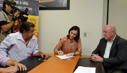 Titular da Semarh, Meire Carreira, durante o evento que reforça as ações do Protocolo do Fogo no Tocantins