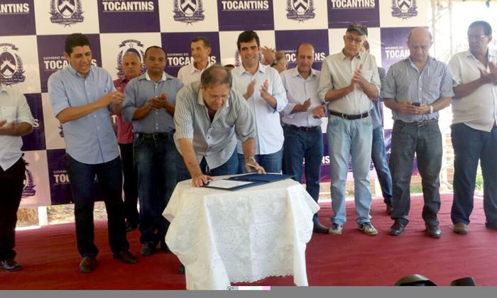 Ao assinar a Ordem de Serviço, o governador Marcelo Miranda destacou a importância da recuperação das estradas para a região e o Estado