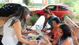 Oficina de bijuterias no projeto Cesta Ambiental