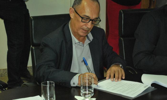 Presidente da Adapec assina acordo