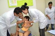Cuidadosa com os filhos, Helem Crisley levou o pequeno Arthur Ayan de Freitas para vacinar -Josy Karla.JPG