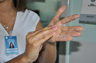 A higienização das mãos ajuda no controle e prevenção de infecções causadas pela transmissão