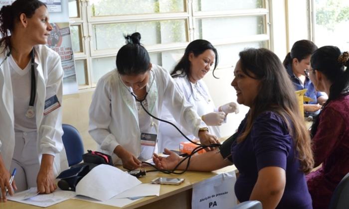 Trabalhadores desfrutaram de medição de pressão arterial, glicemia e orientação nutricional- Fotos Camila Negre.JPG