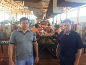 O secretário da Agricultura e Pecuária, Clemente Barros, visitou a empresa com o proprietário, Marcelo Uieda