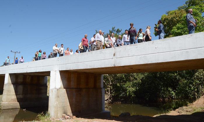 Inauguração de ponte em Paraíso com governador líderes 23.6.16_700x420.jpg