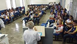 O presidente da Academia Gurupiense de Letras, José Maciel de Brito, falou aos alunos sobre suas obras literárias