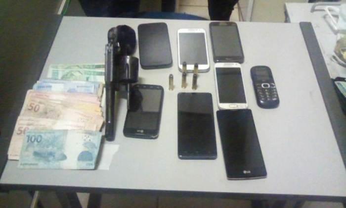 Material apreendido pela PM com acusado de roubo em Palmas.